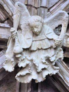 Clef de voûte en ange