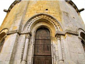Ouverture du vitrail central de l'abside