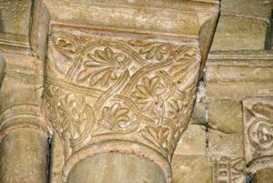 Chapiteau de l'abside végétaux