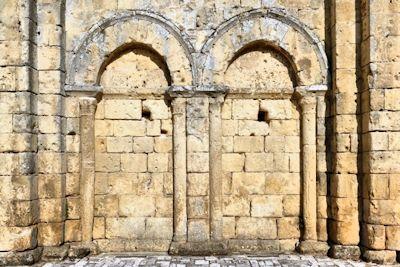 Deux arcatures aveugles au nord du portail