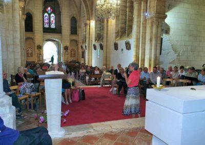 Les pèlerins du jour se préparent pour la messe