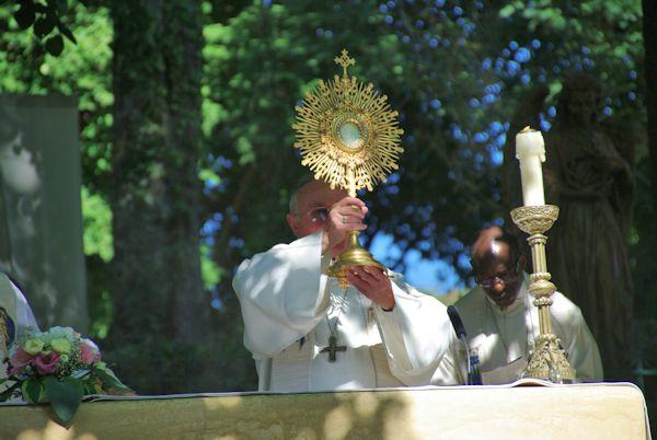 Le saint Sacrement à Capelou